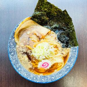 """コク深スープの醤ラーメン""""海"""""""