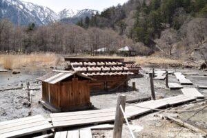 まだ山には残雪が確認できる奥日光湯元の源泉