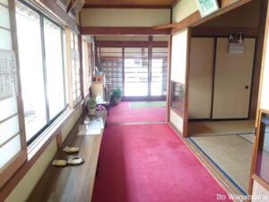 日光山温泉寺には和室の休憩室もある