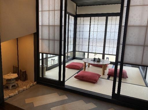 障子戸に畳の床の和の空間